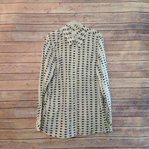 Gap coffee cup button up fitted boyfriend blouse